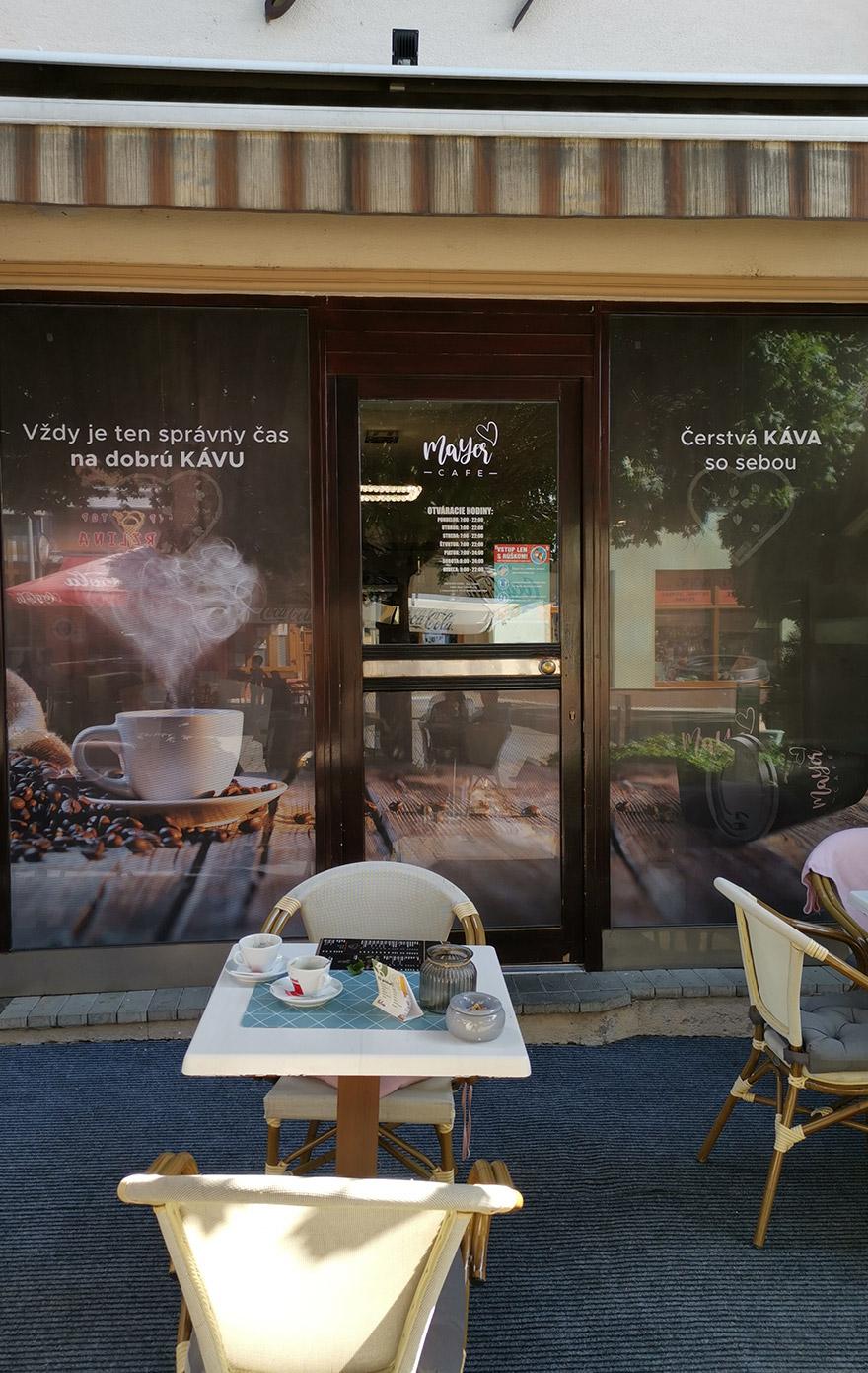 reklama na výklad kaviarne